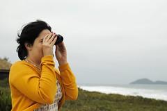 Vigiando o Atlntico (Ivan Jernimo) Tags: sea brazil praia beach sc mar south florianpolis binoculars whale  ilha morro sul pedras busca baleia  binculo    seach