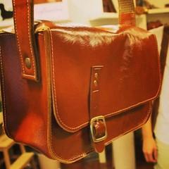2nd Bag :  กระเป๋าใบที่สองของนักเรียนคุณโบ๊ทเป็นทรงแข็ง ใส่กล้องได้นะ สวยๆ