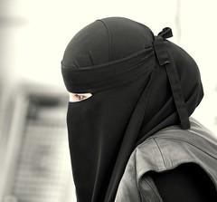 2844186674_31c30b6131_o (constantine30) Tags: woman candid saudi stalker jeddah saudiarabia jedda ksa jiddah