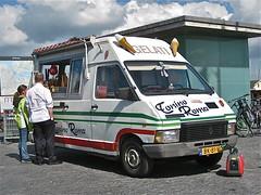 1985 RENAULT Trafic T1000 ice cream van (ClassicsOnTheStreet) Tags: bus amsterdam renault 80s 1980s 1985 icecreamvan trafic t1000 2013 ijscowagen autonegozio bk81vg