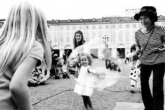 Sony QX100 (paolomezzera) Tags: street mobile torino photography video soap child sony bubble piazzasancarlo qx bolle sapone bambina masterclass