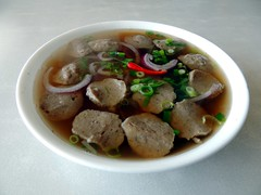 Pho Bo Vien at Pho Mama (knightbefore_99) Tags: city canada hot lunch pepper soup winnipeg vietnamese beef balls manitoba vietnam noodle pho phobovien phomama