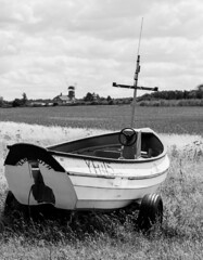 The lonely Boat (andycmfs) Tags: summer blackandwhite beach windmill monochrome boat sunny dslr weybourne northnorfolk weybournebeach weybournecliffs nikond7200 tamron70020000mmf28