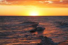 Agentina, Buenos Aires, Pehuen-co (gastonmoran_94) Tags: sol del de mar puesta ola oceano orilla orilladelmar