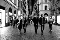 Three Couples (Roi.C) Tags: street people night blackwhite italy florence nikkor nikon nikond5300 monochrome walking talking urban city