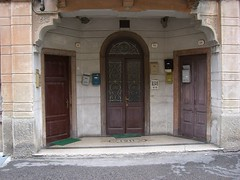 38, 36, 34 (Sergio Savioli) Tags: viabeatolorenzin frontdoors doors entrances entrance marostica sergiosavioli