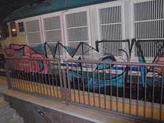 352 (en-ri) Tags: bms mar giux train torino graffiti writing nero rosa arrow locomotiva locomotrice locomotore