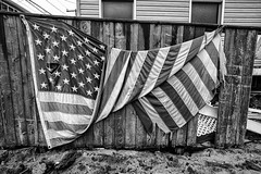 Seis meses depois do furaco Sandy ... (galeriapt.gaudiumpress) Tags: blackandwhite usa newyork america aftermath unitedstates flag sandy american tragedy northamerica recovery estadosunidos breezypoint damages norteamerica superstorm sandystorm gustavokralj gaudiumpress noreamerica