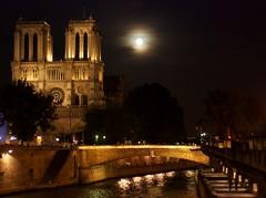 Notre Dame bajo la luz de la luna (Monica Fiuza) Tags: viaje noche notredame francia vacaciones paris intercochil