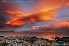UNEXPECTED SUNSET (ludas71) Tags: sunset tramonto nuvole mare scogliera scozia lenticolare isoladiskye clickalps lucagino