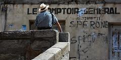 L'attesa (Cavagli Michele) Tags: muro scale nikon corsica agosto francia vacanze cappello vecchio anziano sartene d7100 nikond7100 corsicasud