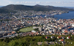 Bergen city center (maxunterwegs) Tags: norway norge ship norwegen cruiseship noruega bergen cruzeiro schiff queenmary2 kreuzfahrtschiff hordaland crucero norvge naviredecroisire