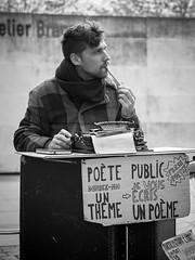 Le poète public (sistereden2) Tags: olympus nb f18 zuiko 45mm omd em5 antoinebérard