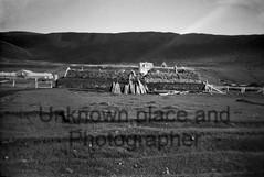 Þekkir einhver staðinn? - Unknown place somwhere in Iceland many years ago? - Do you know this place. (Sig Holm) Tags: old bw iceland farm sh turf ísland islande svarthvít torfbær fjárhús óþekkt 19401960