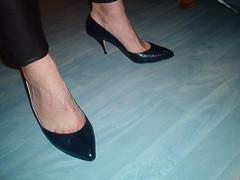 IM006365 (grandmacaon) Tags: highheels classicpumps hautstalons lowcutshoes toescleavage pepejimenez