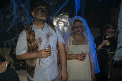Deadly Cute Couple (JF Sebastian) Tags: halloween beer bride costume zombie drinking ariño casadelterror morethan100visits morethan250visits fujifilmxe11855