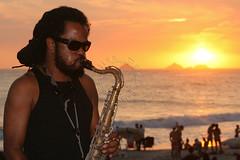 Sax ao pr do sol - Sax at sunset (adelaidephotos) Tags: sunset brazil musician praia beach rio brasil
