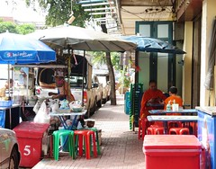 Bangkok - Monk's lunch (ashabot) Tags: travel thailand bangkok cities streetlife buddhism monks streetscenes