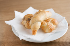 Křehké domácí rohlíčky (Bistro Franz) Tags: breakfast restaurant bistro brno franz restaurace kavárna snídaně pečivo