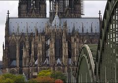 Dom mit Bahnbrücke (ulrichcziollek) Tags: nordrheinwestfalen köln dom gothik kirche