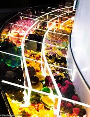 Courbe gourmande   USUT - Courbes (Deathscythe42) Tags: couleur courbe bonbon haribo sweets musée colors efs18135is canon uzès usut 600d
