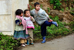 Cool kids - The north of Vietnam (Andreas Mezger - Art Photography) Tags: sky mountains berlin andy water beautiful dave wonderful germany children landscape bavaria photography amazing nice nikon kitten asia asien sdostasien rice stuttgart nirvana south great sigma images andreas best east tokina vietnam professional business most excellent buy getty fields worst manual nikkor sell better nofx impressive andi ost sapa gettyimages highest kant grohl d300 sd junip d90 mezger superlativ andreasmezger