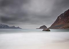 LOFOTEN XXVI (tpeñalver - www.tomaspenalver.es) Tags: blue sea seascape water noruega lofoten moskenes hoyand400 tokina1116