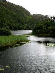 Lough Kylemore (theuncle12) Tags: ireland panorama lake verde green galway abbey landscape lago island lough eire connemara di emerald bens twelve irlanda kylemoreabbey ypres isola abbazia kylemore twelvebens smeraldo abbaziadikylemore contea loughkylemore