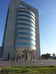 Torre Banamex (Kisín Ventura) Tags: mañana azul méxico torre banco yucatán cielo mérida