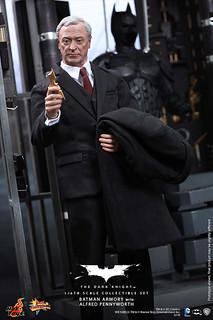 Hot Toys - MMS235 - 黑暗騎士:1/6 比例 蝙蝠俠武器櫃 阿福人偶套裝組