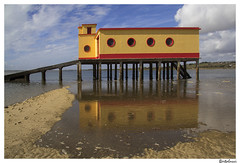 Fuseta - antiga estação do salva-vidas (3) (AurelioZen) Tags: portugal reflections modernism algarve riaformosa sotavento isn lifeboatstation fuzeta canonefs1785isusm institutodesocorrosanáufragos functionalismeurope