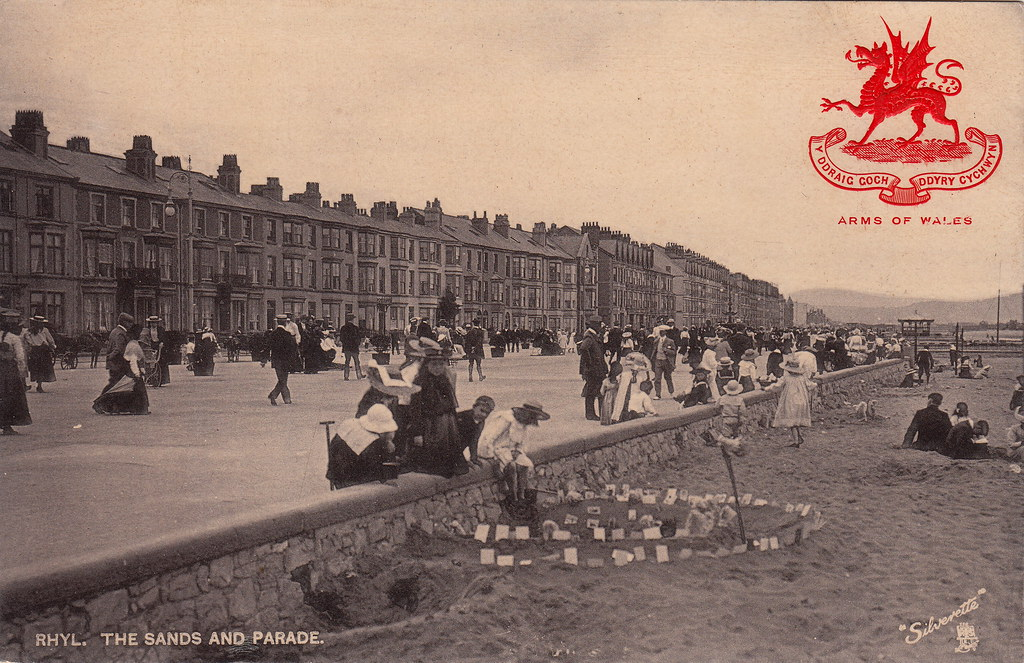 3507. Rhyl. The Sands and Parade (undated)