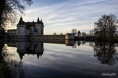 Château de Sully-sur-Loire - Loiret (Dicksy93) Tags: img5552 château sullysurloire castle castelli castillo douves soir night reflet reflection ciel sky cloud nuage arbres trees forteresse miédévale moyenâge middleage bâtiment architecture eau water tour tower outdoor extérieur loiret 45 région centre france europe dicksy93 canon eos 600d ngc