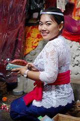 Sembahyang_11 (deoka17) Tags: people bali praying ceremony hindu sembahyang gadisbali templeceremony upacarahindu sembahyangdipura