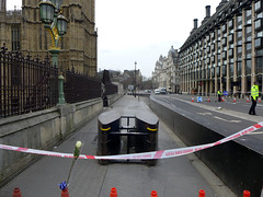 Westminster Incident (ChiralJon) Tags: westminster london greatbritain incident rose barrier scene bigben bridge road houses parliament great britain flower tribute united kingdom big ben attaque terreur attacke attacco terrore attack londen aanval londra housesofparliament