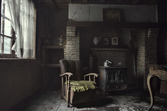 I live alone (andre govia.) Tags: abandoned andregovia decay decayed derelict dead decaying decayedbuildings down creepy closed chair cinematic canon haunted house