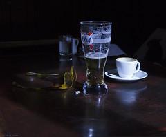 Un Caf y una Caa (La letra calma) Tags: bodegn pars