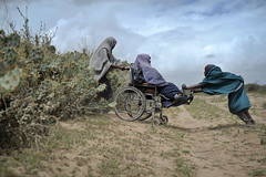 2013_08_04_Afgoye_Food_Dist_O.jpg (AMISOM Public Information) Tags: au eid somalia redcrescent somalis fooddistribution idps foodaid afgoye amisom uaeredcrescent
