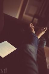. (light thru my lens) Tags: feet relax reading book warm peace sunday tranquility couch jeans lazy pies resting ebook domingo calma laziness sof texans sof mandra peus diumenge pereza ipad llibre bso clido camaradas tranquillitat clid victus elibro ayearofsundays sealscrofts forgetty albertsnchezpiol ellibre yearofsunday