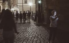 Luces y sombras (d@vo) Tags: prague streetphotography praha praga soledad