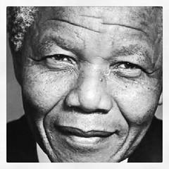 Mientras la conciencia de igualdad y respeto no llegue hasta el último rincón de la tierra Mandela seguirá vivo luchando por ello.