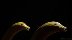 Es una banana? es un pato? noo, es un DELFIN! (Sebas Fonseca) Tags: project nikon negro amarillo bananas 365 platanos proyecto phsebafonseca vision:sky=0725 vision:outdoor=097 vision:dark=0767