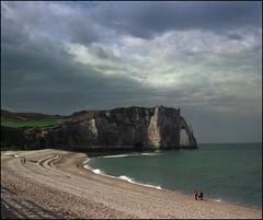 La Normandie in 6x6 (67) (Hans Kerensky) Tags: 120 beach la arch fuji september needle 400 mf normandie normandy falaise folder étretat pointed nph iskra kmz plustek 2013 laiguille daval opticfilm anywhitefieldtagbyflickrsspamtagbot