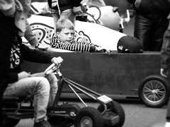 learn to wait (tusuwe.groeber) Tags: street girls portrait people bw white black boys sport kids germany children fun deutschland cool child sony streetlife kinder racing driver sw weiss rennen schwarz mädchen spass ambition roadrunner professionals jungen niedersachsen lowersaxony rennfahrer spas bobbycar autorennen ehrgeiz profis rennsport strassenleben wahnbek sonyphotographing nex7