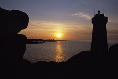 Sunset over Phare du Men Ruz (psilosimon) Tags: sunset sun lighthouse france reflection silhouette stone french star coast brittany europe bright eu coastal gradient weathered breton subtle perrosguirec pinkgranite ploumanach ctesdarmor ctedegranitrose sentierdesdouaniers porskamor pharedumenruz