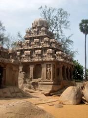 Dharmaraja Ratha, Mahabalipuram (bodythongs) Tags: world sculpture india heritage statue rock stone architecture canon temple site cut five unesco ixus geology monuments monolith tamil chariot pancha mahabalipuram nadu mamallapuram whs rathas ratha mamalla monolithic mahabharata  pandava  dharmaraja  mahendravarman  narasimhavarman   bodythongs
