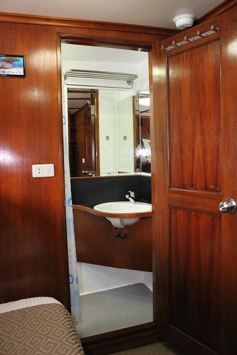 Deluxe Cabin - Ensuite Bathroom 2