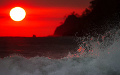 Sunset Dance (Chaitanya Deshpande | Photography) Tags: travel sunset sea seascape canon costarica waves seascapes wave manuelantonio seamotion