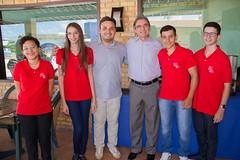 Presidente Marcelo Queiroz e alunos selecionados para a Esem em 2017 com o ex-aluno Judas Tadeu, formado na primeira turma da Escola, e que hoje é médico