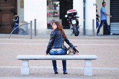ITALY DRIVE 2013 (Donovan Rick Elmes) Tags: italy woman girl leather lady bag torino glasses italian italia chica seat over bum jeans jacket date shoulder turin italiano
